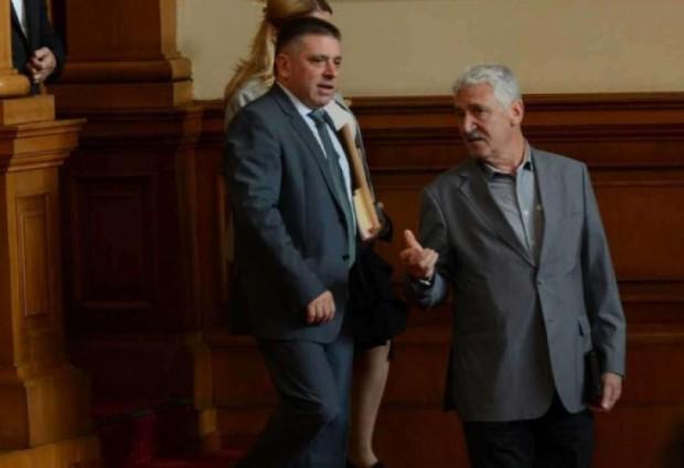 След като неколкократно опозицията заяде ГЕРБ, че не защитава министрите