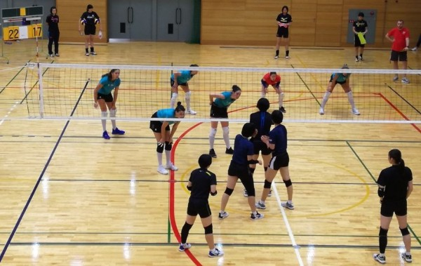 Първа победа на японска земя спечелиха волейболните ни националки, като
