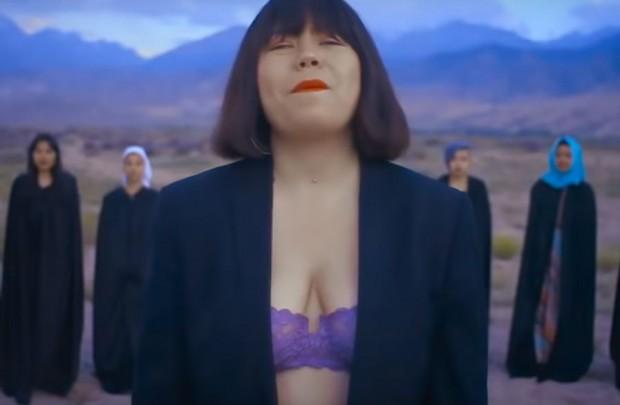 Младата певица от Киргизстан Зере Асилбек се страхува за живота