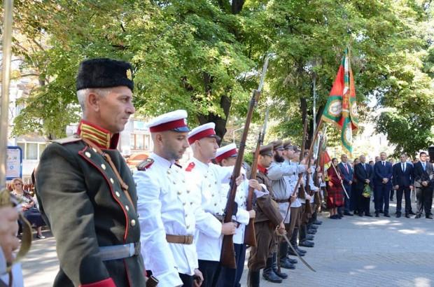 С поднасяне на венци и цветя в Пловдив бяха отбелязани