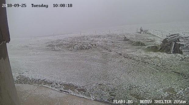Първият сняг в България за новия сезон вече е факт.