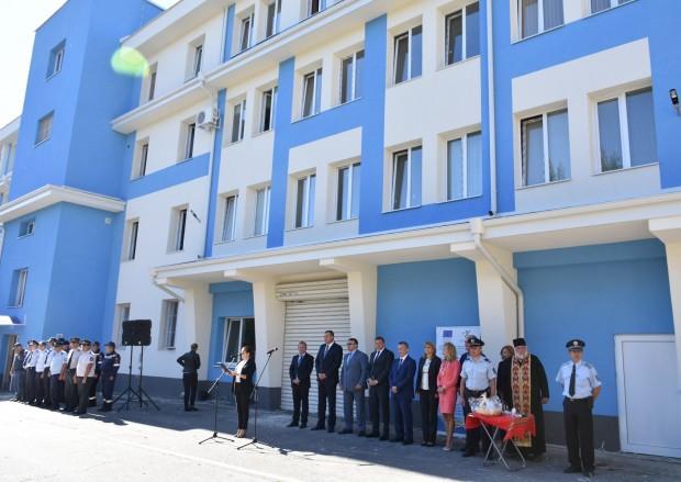 виж галерията Министърът на вътрешните работи Младен Маринов и кметът на
