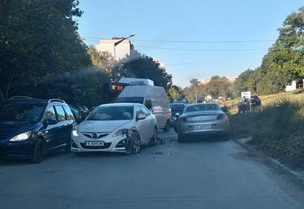 Фейсбук Катастрофа между два автомобила затрудни за известно време движението на