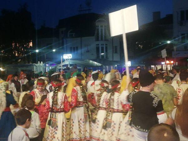 виж галерията Над 500 участници от различни градове на България се