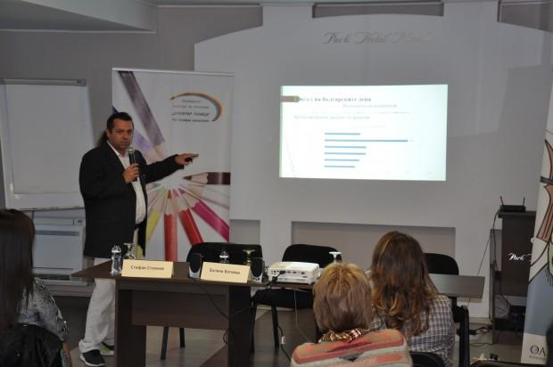 виж галерията Близо два пъти повече е населението в Южна България