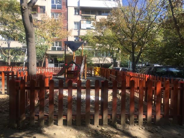 Ябълката на раздора - детска площадка в междублоково пространство на