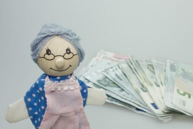 Румънското правителство одобри план за постепенно удвояване на пенсиите до