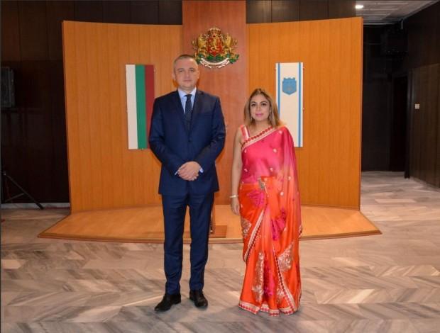 Кметът Иван Портних проведе официална среща с извънредния и пълномощен