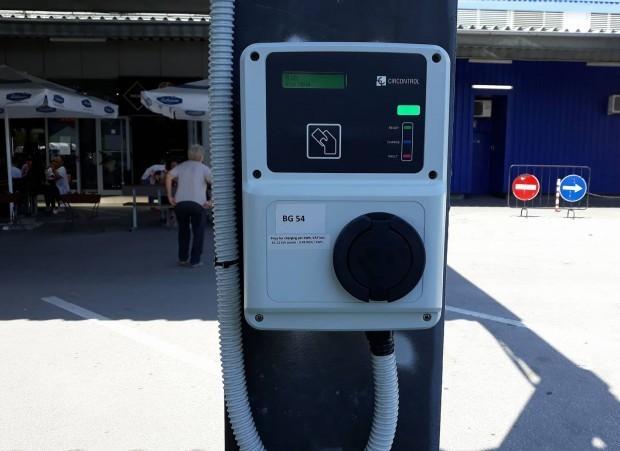 Две станции ще зареждат безплатно електромобилите на пловдивчани и гостите