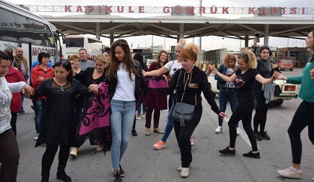 Кръшни хора заиграха от сърце български туристи на граничния пункт