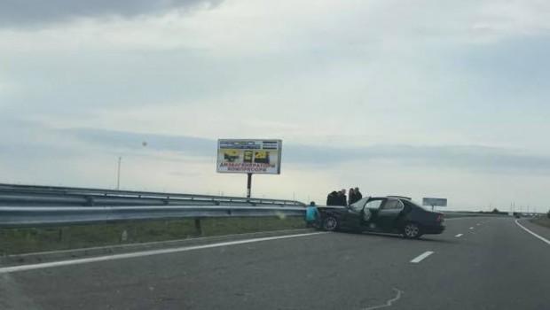 <div Кола се е ударила преди около час в мантинела