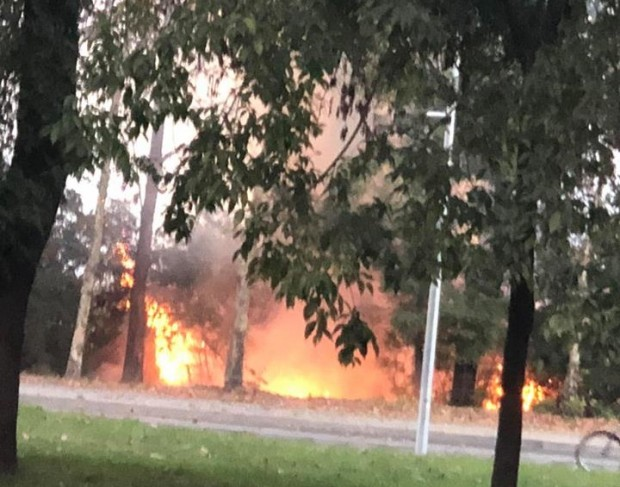 Пожар бушува в този момент на околовръстното в посока бургаския
