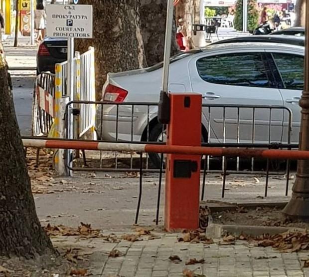 <div Читател на Varna24.bg изпрати снимки на нов тротоар, изграден