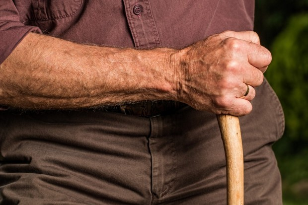 По-голямо увеличение на пенсиите и отпадане на тавана им поискаха