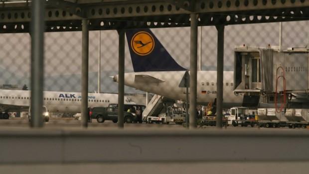 На летище София кацна самолетът с екстрадирания от Германия Северин