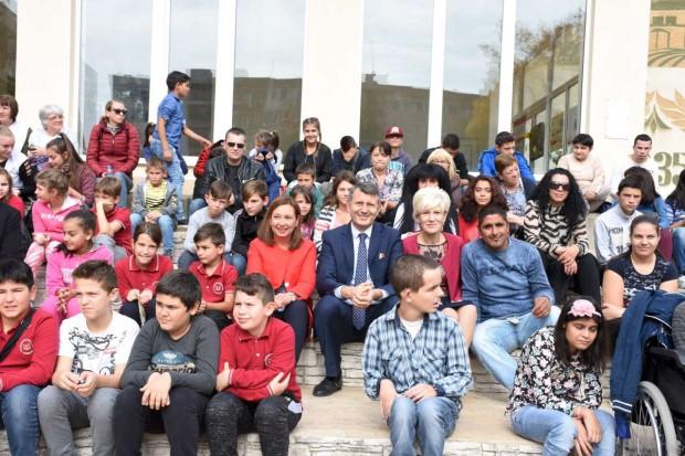 2171 са приемните семейства в 156 общини в България, а