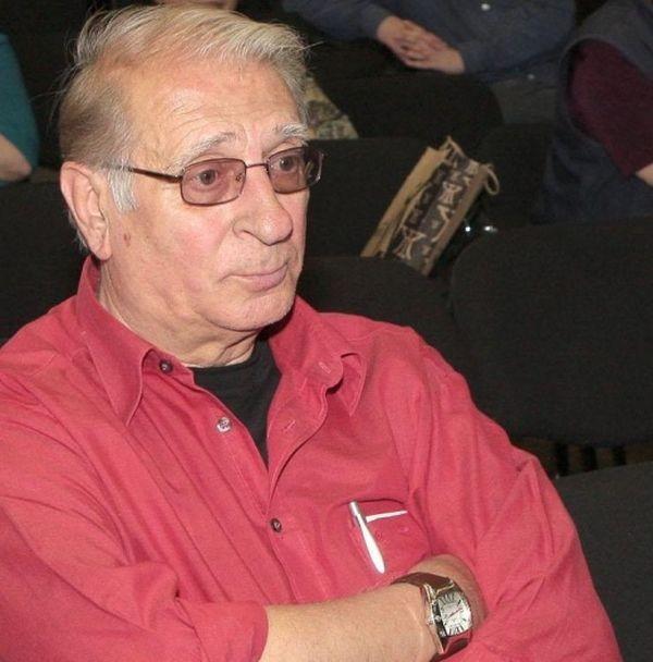 Известният български актьор Славчо Пеев е бил покосен от инфаркт.