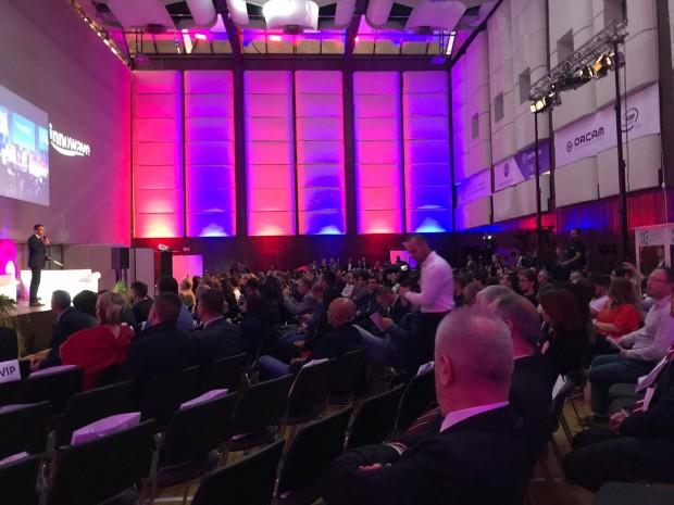 <div Зрелищно и с препълнена зала стартира Innowave Summit -