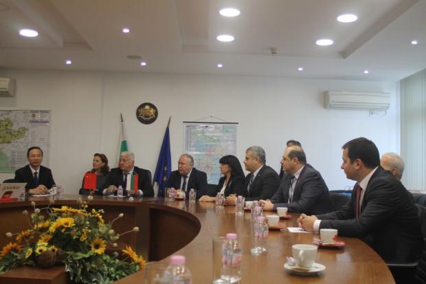 Областният управител Здравко Димитров подписа споразумение за установяване на побратимени