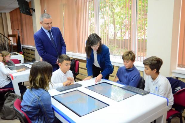 Кметът Иван Портних и Мария Габриел – еврокомисар по цифровата