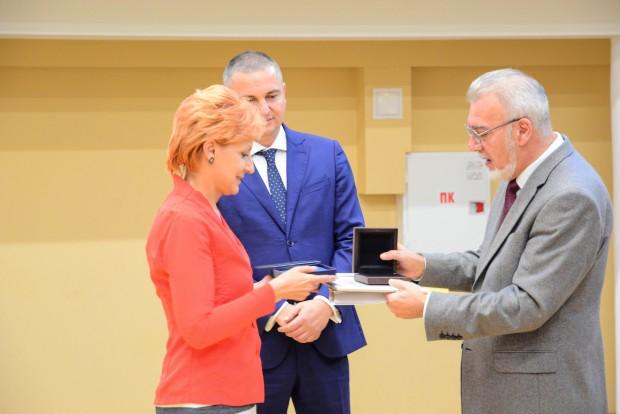 Отличени медици от Варна получиха награди по време на тържествена