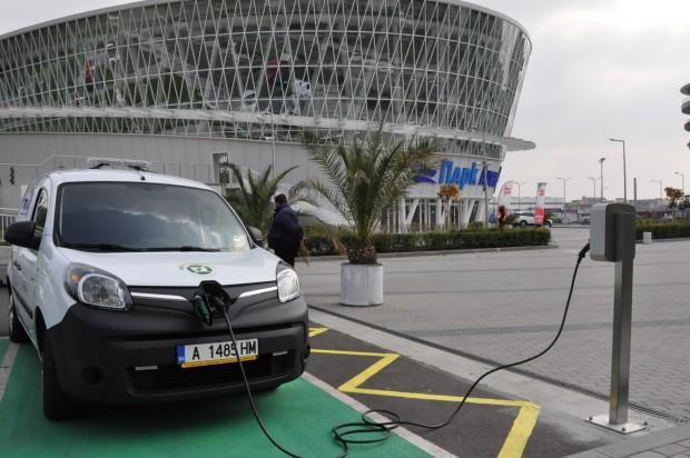 Още една безплатна зарядна станция за електромобили заработи в Бургас.