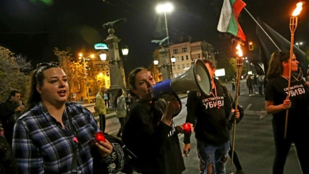Трета седмица не спират протестите на родителите на деца с