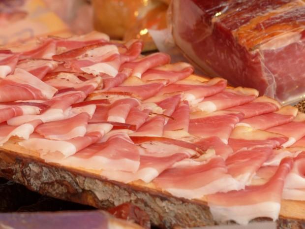 Поскъпване на хляб, мляко, сирене и месо с до 5%,