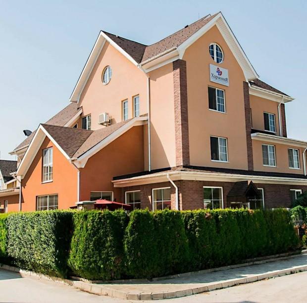 Четирима служители в дома за стари хора Хармония в Пловдив
