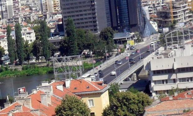 Ограничено ще е движението на автомобили по моста на Панаира