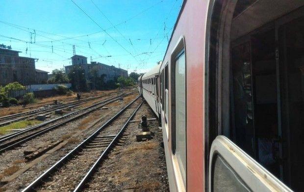 <div Полицията спря влака Пловдив-София в района на Вакарел заради