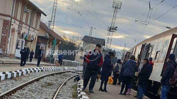 50-годишният мъж, който почина, след като бе намушкан във влак