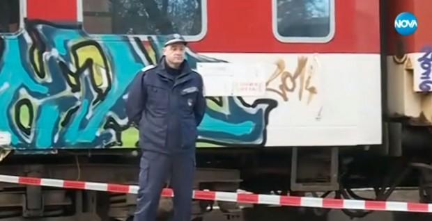 виж галерията Криминалисти разпитват двамата задържани за убийството във влака тази