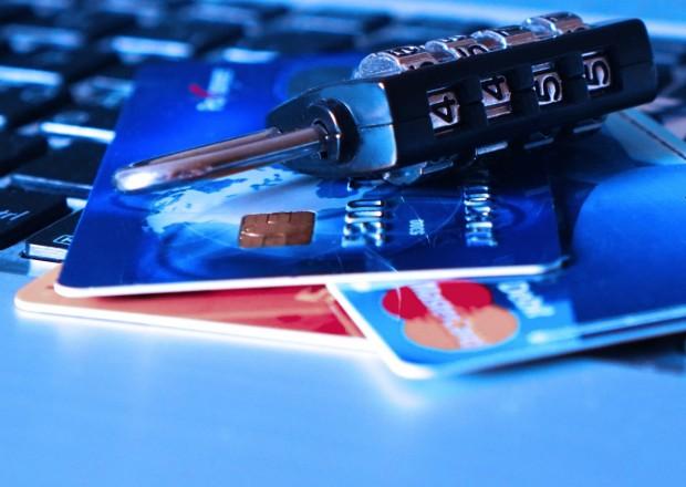 Полицаи от Бургас установиха извършителя на неправомерни транзакции в размер