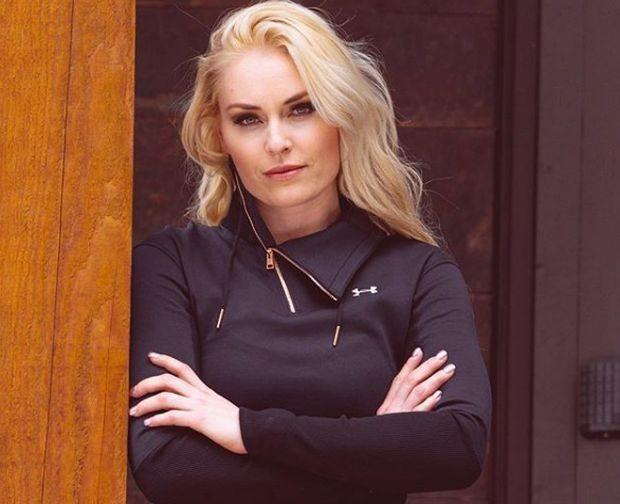 виж галерията Една от най-красивите спортистки в света кръсти пуловер на