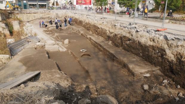 Нови находки откриха археолозите на разкопките пред Пощата, видя репортер