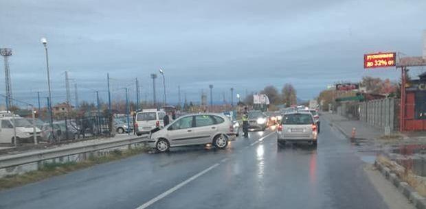Катастрофа затруднява движението на пътя Пловдив-Карлово, научи Plovdiv24.bg. Пътнотранспортното произшествие