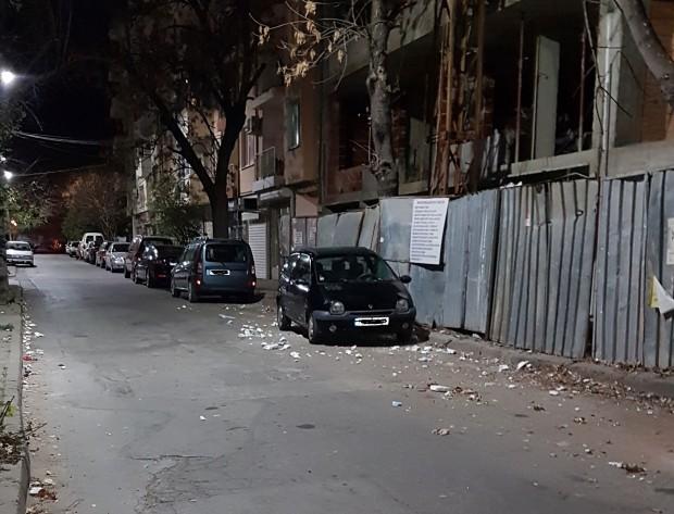 Строеж стелимръсотия из централна пловдивска улица, сигнализира читател на Plovdiv24.bg.