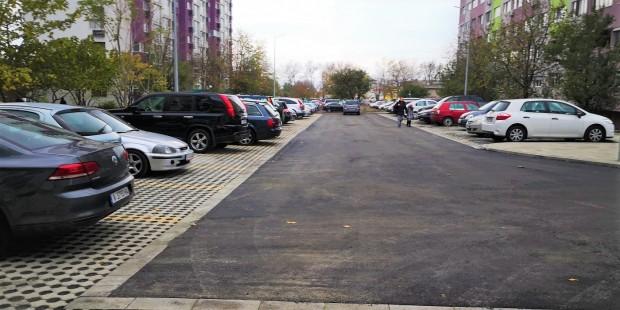 виж галерията Вече е въведен в експлоатация новият безплатен паркинг до