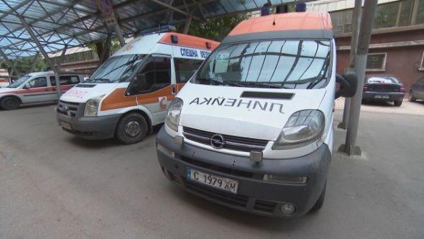 Млад мъж е пострадал при инцидент с камион натоварен с