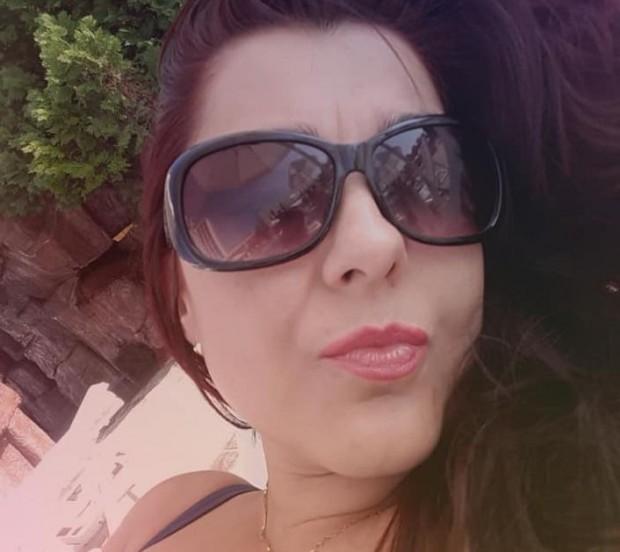 Фейсбук Красивата Ивелина Беренска, която преди седмици избра смъртта и