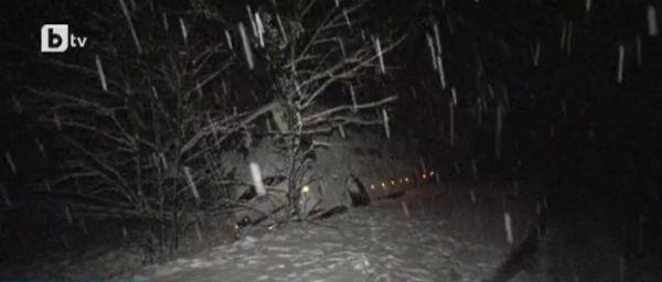 Заради снега десетки населени места са без ток. Снежни неволи