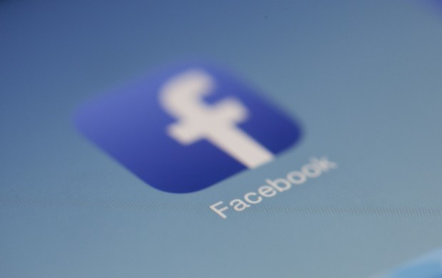 Социалните мрежи Фейсбук и Инстаграм се сринаха. Милиони потребители съобщават