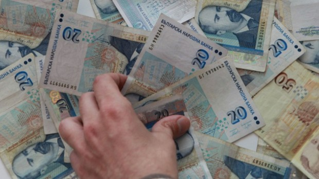 Всички пенсионери, чиито пенсии са до 348 лева, ще получат