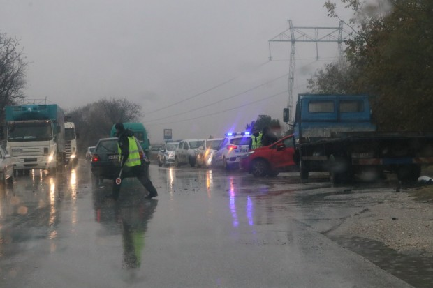 Изключително голямо е задръстването по Околовръстното шосе на Пловдив заради