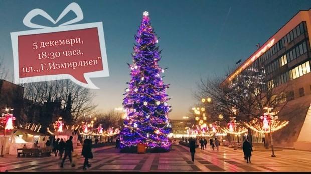 Започва монтирането на коледната елха на централния площад в Благоевград.