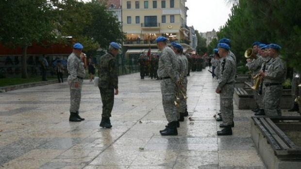 <div Недостиг на близо 5700 войници спъва изпълнението на всекидневните