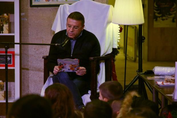 Кметът д-р Атанас Камбитов зарадва децата на Благоевград като постави