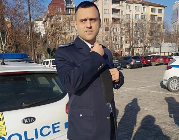 Фейсбук виж галерията Пловдивският младши инспектор Стойчо Яковски е удостоен с