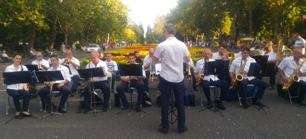 Бургаският духов оркестър с диригент Анастас Камиларов отправя покана към